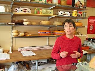 Lekvatneto kaimo parduotuvės savininkė pristato Suomių miško sūrius